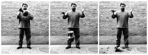 Ai Wei Wei zerstört die Vase aus der Han Dynastie